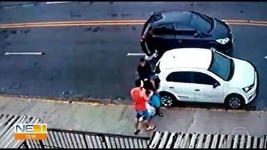Onda de assaltos na Imbiribeira assusta moradores - Imagens de câmeras de segurança mostram situação no bairro do Recife.