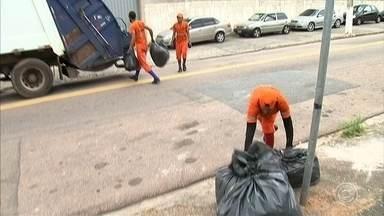 Coletor de lixo dançarino chama atenção com bom humor e molejo em Jundiaí - O bom humor e o molejo de um coletor de lixo de Jundiaí tem chamado a atenção de dos moradores da cidade.