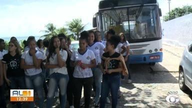 Estudantes de escola no Farol se queixam da dificuldade de acesso dos önibus escolar - Alunos da Escola Estadual Professor Hedimilson de Vasconcelos cobram uma solução para o problema.