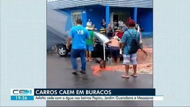 Carros caem em buracos nas ruas de Fortaleza - Outras informações no g1.com.br/ce