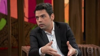 Gustavo Mendes fala sobre suas compulsões - O comediante revela que emagreceu 46 kg e explica que ganhou peso devido à compulsão por comida