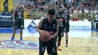 Bauru Basket perde para o Franca e dá adeus ao NBB - Nesta quarta-feira, jogando fora de casa, o Bauru perdeu para o Franca, que fez 3 a 0 na série de quartas de final do nacional de basquete. O resultado eliminou o time bauruense da competição.