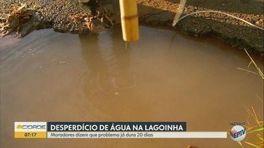 Moradores reclamam de vazamento de água na Lagoinha em Ribeirão Preto - Vizinhos dizem que problema persiste há 20 dias e Daerp informou que enviará uma equipe.