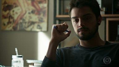Bruno decide esquecer Laila - O fotógrafo liga para Valéria e diz que quer conversar