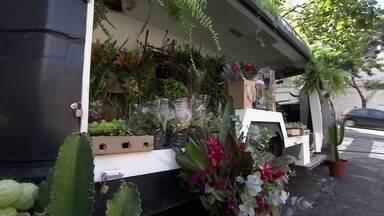 Empresários apostam em jeitos diferentes de vender flores - Você já ouviu falar da truck flower? E já viu alguma banca de flores? O Truck Flower foi ideia de dois empresários de São Paulo. Fábio André Pereira vem de uma família de floristas.