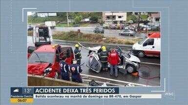 Três pessoas ficam feridas em acidente na BR-470, em Gaspar - Três pessoas ficam feridas em acidente na BR-470, em Gaspar