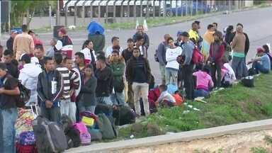 Na fronteira, número recorde de venezuelanos atravessa para o Brasil - Só nesta terça (30), mais de 800 imigrantes entraram no Brasil passando por Roraima. Eles chegaram a pé por trilhas clandestinas.