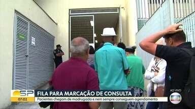 Pacientes enfrentam longa fila pra tentar marcar consulta em São Bernardo do Campo - Agenda abre todo primeiro dia útil do mês e muitos pacientes reclamam que não conseguem horário.