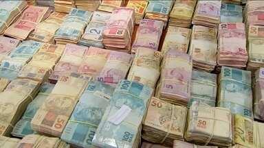 Operação contra organização criminosa apreende quase R$ 1 milhão em SP - Polícia cumpriu mandados na capital e 19 cidades do interior do estado.
