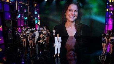 Fernanda Gentil pede música para Ivete - Ela conta que a cantora 'dedurou' seu casamento