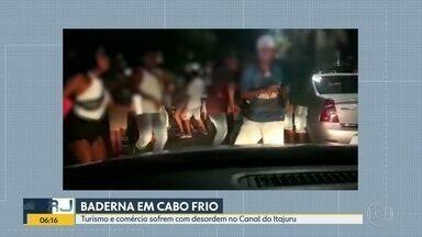 Festas no Canal de Cabo Frio prejudicam comércio na cidade - Música alta, pessoas impedindo a passagem de carros fazem parte das reclamações de comerciantes e redes de hotelaria.