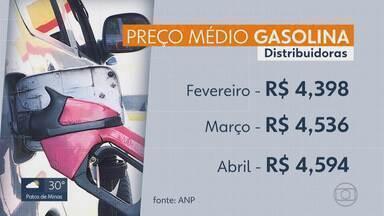 Gasolina cara pesa no bolso do consumidor - Pra quem trabalha usando o carro, o aumento de R$0,07 no dia 30 de abril tem impactado nos lucros.