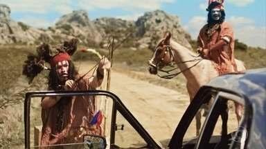 Francis sequestra a TV - Ele tem uma ideia para acabar com a concorrência com o Cine Hiolliúdy e se disfarça de índio