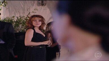 Eduarda assume que é insegura e fica incomodada presença de Laura - Branca critica aparência de Eduarda e Helena a defende