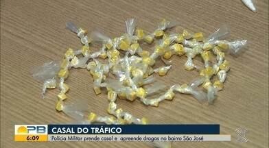 Casal é preso suspeito de traficar drogas por meio de 'drive thru', em João Pessoa - Pessoas pegavam a droga e saíam, sem precisar descer do carro ou entrar, de fato, na comunidade.