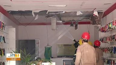 Incêndio atinge três lojas no centro de Gurupi - Incêndio atinge três lojas no centro de Gurupi