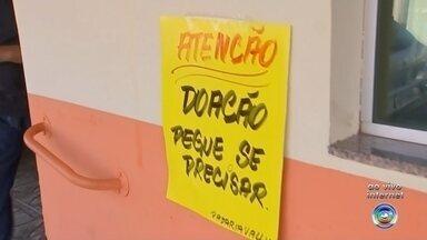 Padaria de Porangaba cria mesa solidária com produtos para doação - Donos de uma padaria de Porangaba (SP) criaram uma mesa solidária com produtos para doação.