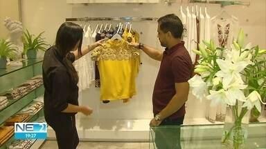 Consumidores lotam shoppings centers do Recife para compras do Dia das Mães - Data deixou comerciantes animados com aumento do movimento de clientes