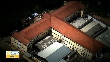 """Polícia prende quadrilha que entregava celulares e drogas em presídios usando drones - Reportagem do Fantástico revela o esquema usado pelos criminosos, que faziam o sistema """"delivery"""" em várias penitenciárias do Estado. Piloto e outras onze pessoas foram detidas."""