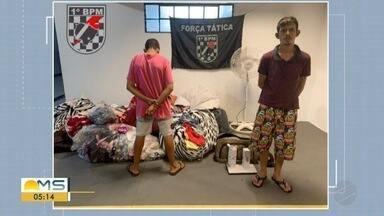 Homem é preso e adolescente é apreendido com roupas furtadas em Campo Grande - Eles carregavam centenas de roupas que tinham sido furtadas em, pelo menos, quatro lojas da cidade. Imagens de câmeras de segurança flagraram a ação dentro dos comércios.