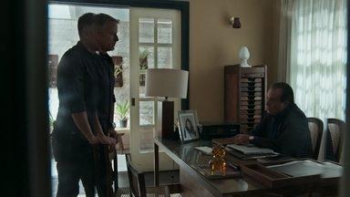Olavo exige que Sampaio não se envolva com Laura - Empresário manda o delegado reunir homens armados para invadir o casarão e surpreende ao revelar que já sabe o que está acontecendo entre sua filha, Louise e o capanga