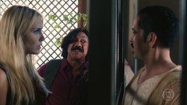 Francis implora pela ajuda de Marilyn - Ele é preso acusado de ter tentado matar Socorro
