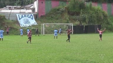 Campeonato Santista de Futebol Cinquentão segue com jogos agitados - Jogadores da várzea da Baixada Santista têm mostrado habilidade no torneio.