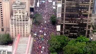 Protestos contra cortes na educação acontecem em mais de 220 cidades pelo Brasil - Em São Paulo, organizadores estimam que 250 mil pessoas participaram da manifestação que ocupou quatro quarteirões da Avenida Paulista. Em Brasília, estudantes e professores fecharam as pistas da Esplanada dos Ministérios.