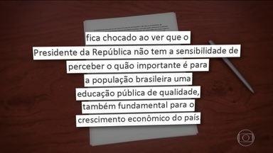 Declaração de Bolsonaro tem repercussão entre especialistas da educação e no governo - Políticos e especialistas em educação comentam a declaração do presidente Jair Bolsonaro sobre as manifestações contra o corte de verba na educação.