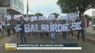 Professores e alunos protestam contra cortes na educação em Manacapru, no AM - Caminhada percorreu as principais vias da cidade.