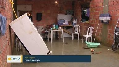 Chuva alaga ruas e deixa moradores do União da Vitória ilhados - População contabiliza prejuízos que tiveram com a chuva.