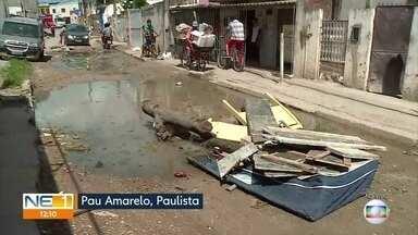 Moradores de Pau Amarelo, em Paulista, denunciam buraqueira em rua - Eles cobram melhoria no pavimento