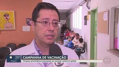 Quase 50% das crianças ainda não se vacinaram contra a gripe, em BH - A Campanha Nacional de Vacinação contra a gripe termina no dia 31 de maio, mas um dos grupos prioritários preocupa. Na capital, muitas crianças ainda não se vacinaram. Em Minas, já foram confirmados 33 casos de influenza e uma pessoa morreu.