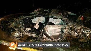 Motorista morre ao cair de viaduto em obras na BR-287, em Santa Maria - Ele estava sozinho no veículo e morreu na hora.