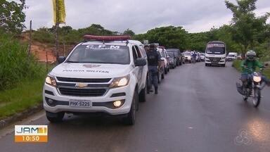 Polícia deflagra operação 'Cidade das Trevas' na Zona Norte de Manaus - Ação está ocorre nas comunidades Cidade das Luzes, no Tarumã, zona oeste, e Buritizal, no Nova Cidade.