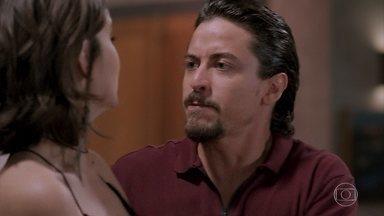 Jerônimo esconde Vanessa a força para receber Manuzita - Candé é acusado por suborno e Quinzinho discute com o rapaz