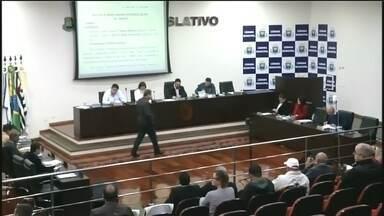 Vereadores de Itapeva aprovam criação de novos cargos na prefeitura - Vereadores de Itapeva (SP) aprovaram, em sessão extraordinária na noite de quinta-feira (16), a criação de novos cargos na prefeitura da cidade.