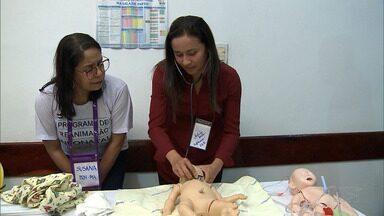 Equipes realizam treinamento de salvamento de crianças com equipamentos simples - Profissionais aprendem que um minuto pode fazer a diferença na vida de uma criança.