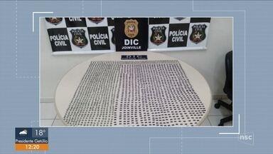 Dois são presos com mais de 2 mil comprimidos de ecstasy no Norte de SC - Dois são presos com mais de 2 mil comprimidos de ecstasy no Norte de SC