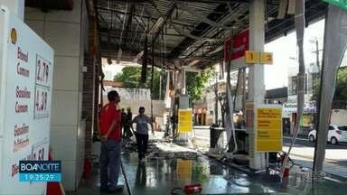 Cliente provoca explosão de posto de combutíveis - Segundo o Corpo de Bombeiros, ele saiu quando o carro ainda era abastecido