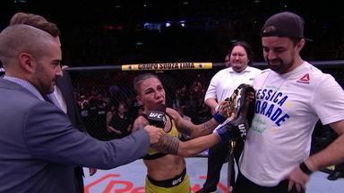 Após conquistar o cinturão do UFC no peso-palha, Jéssica Andrade expressa gratidão ao técnico, a esposa e as companheiras de treino - Após conquistar o cinturão do UFC no peso-palha, Jéssica Andrade expressa gratidão ao técnico, a esposa e as companheiras de treino