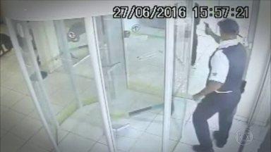 Clientes de bancos viram vítimas de quem deveria apenas proteger as agências de bandidos - O aposentado Daniel de Moraes, de 74 anos, foi atingido por um tiro disparado pelo segurança de uma agência bancária em São Miguel Paulista, Zona Oeste de São Paulo.