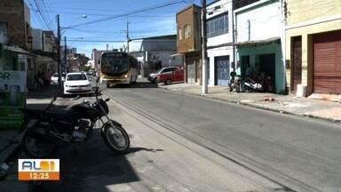 Solucionado problema do buraco na rua 16 de Setembro, na Levada - ALTV nas Comunidades mostrou problema e voltou depois para conferir se ele tinha sido resolvido.