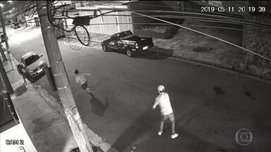 Polícia identifica suspeito de matar morador de rua na Grande São Paulo - Justiça decretou a prisão temporária do atirador, que seria um empresário. Um segundo homem envolvido no crime também foi identificado.