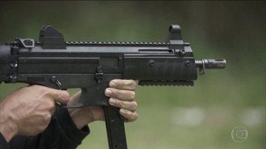 Governo federal afirma que pode rever decreto de armas - Carta aberta de 14 governadores pede revogação do decreto. Taurus confirmou que só espera a regulamentação do decreto para vender o fuzil T4 para civis.