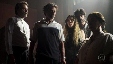 Miroel, Ticiana e Vicente procuram Maria pela igreja - Rael, filho de Ticiana, alerta a família sobre a fuga de Maria