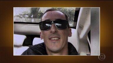 Suspeito de matar morador de rua já foi preso por porte ilegal de arma - Marcelo Pereira de Aguiar é dono de uma pizzaria, na Grande São Paulo. Na casa do suspeito, a polícia apreendeu duas armas, mas ele não foi encontrado.