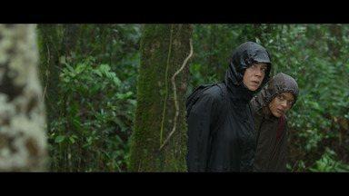 Episódio 2 - Ativistas vão ao Amazonas para investigar ações ilegais da KM. Clara e Luiza invadem a mineradora e coletam água para descobrir contaminação.