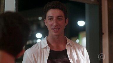 Beto elogia a beleza da suposta namorada de Guga para Meg e Martinha - Meg reclama da provocação