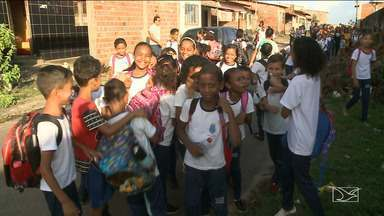 Pais e alunos reclamam da falta de professores e péssimas condições de escola em São Luís - Escola da rede municipal de ensino no Alto da Esperança sofre com falta de infraestrutura.